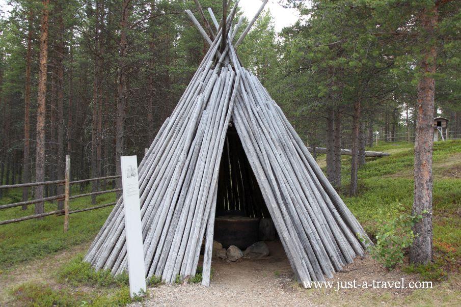 Szałas w Skansenie Siida - Inari i komary