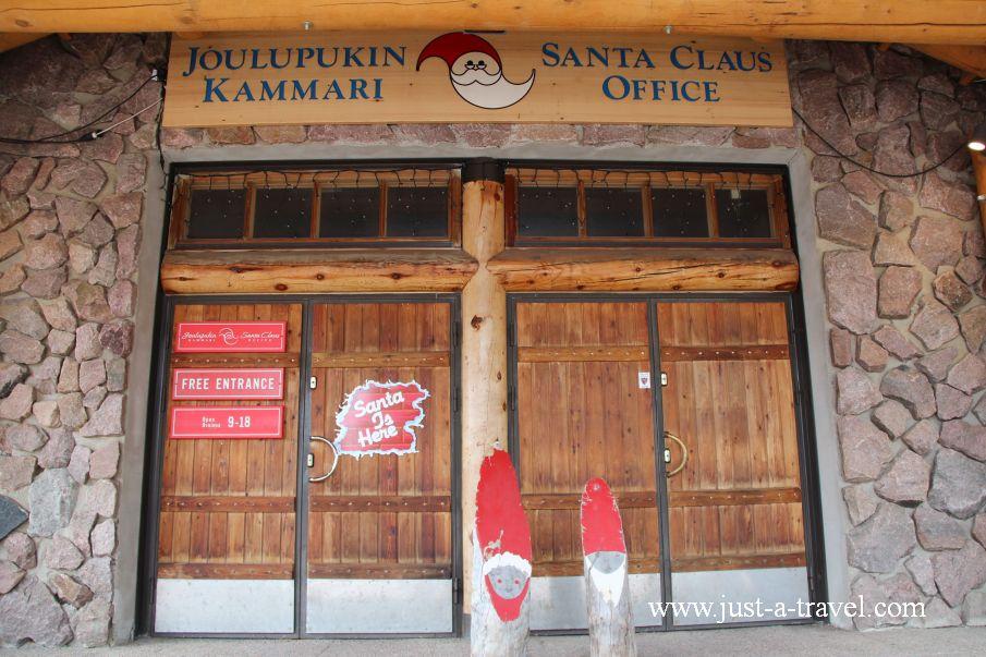 Wejscie do siedziby Swietego Mikolaja - W wiosce Świętego Mikołaja