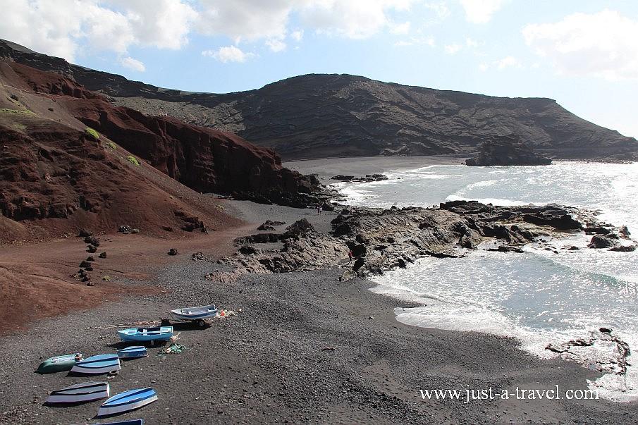 Czarna plaża nieopodal el Golfo na Lanzarote
