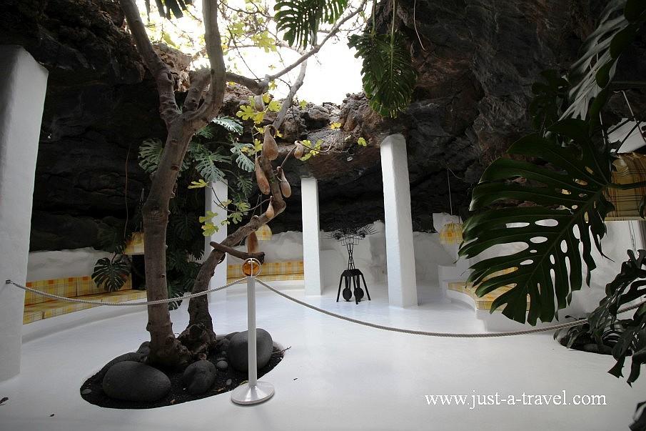 Jameos w środku domu Césara Manrique w Tahiche