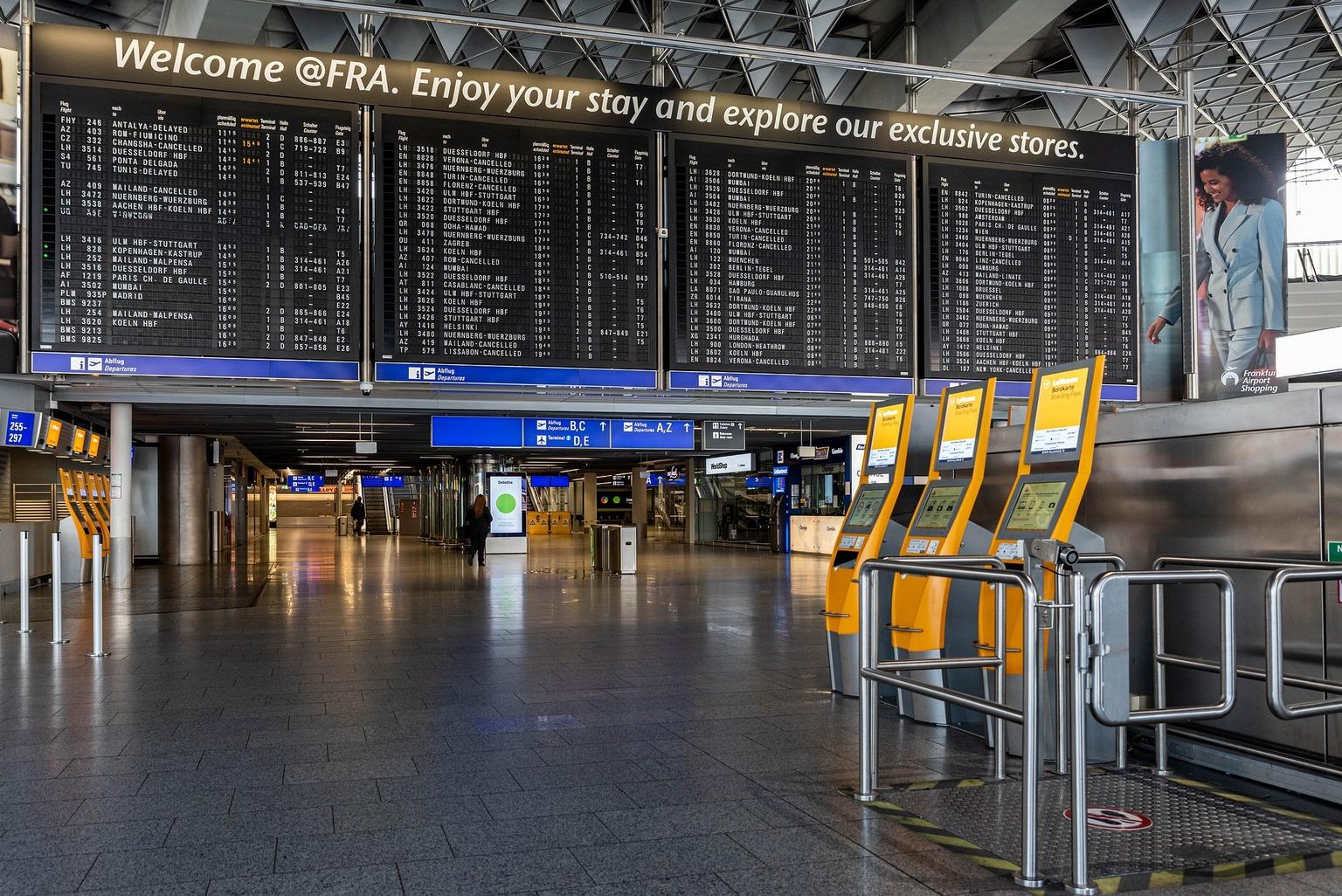 Bezpieczne wakacje w czasie koronawirusa - lotnisko